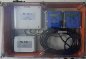 Wall mounted enclosure Safmag Batmag displays and Mycity logger with auxilliary battery supply for pressure transducer